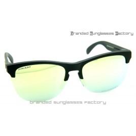 Oakley Frogskins Lite Prizm Polarized Sunglasses Matte Black Frame Prizm Emerald Lens 63MM